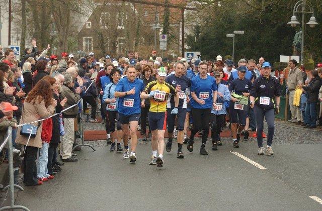 START (Vorne links Nr. 1885) 22. Brooks Steinfurt Marathon am 19.03.05